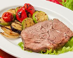 Запеченная говядина с овощами гриль