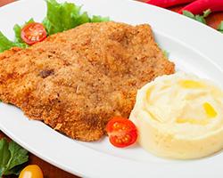 Шницель из свинины «По-венски» с картофельным пюре