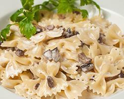 Фарфалле с грибами в сливочном соусе