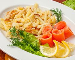 Картофель жареный «По-московски» с малосольной форелью